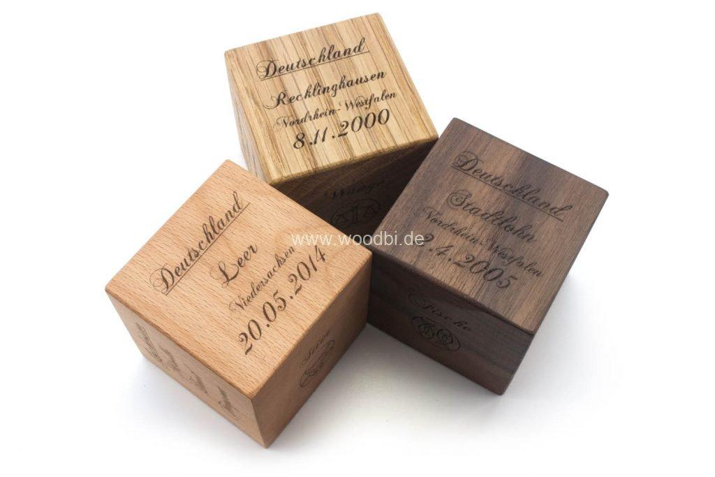 Holzwürfel mit Gravur