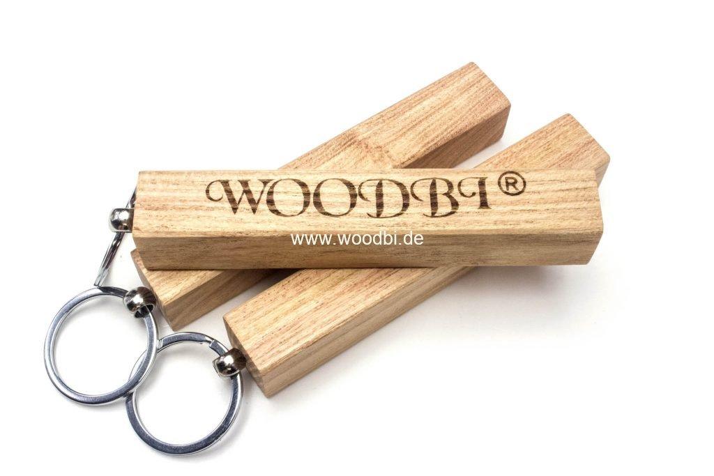 Schlüsselanhänger aus Rosenholz - auf Wunsch mit einer Gravur