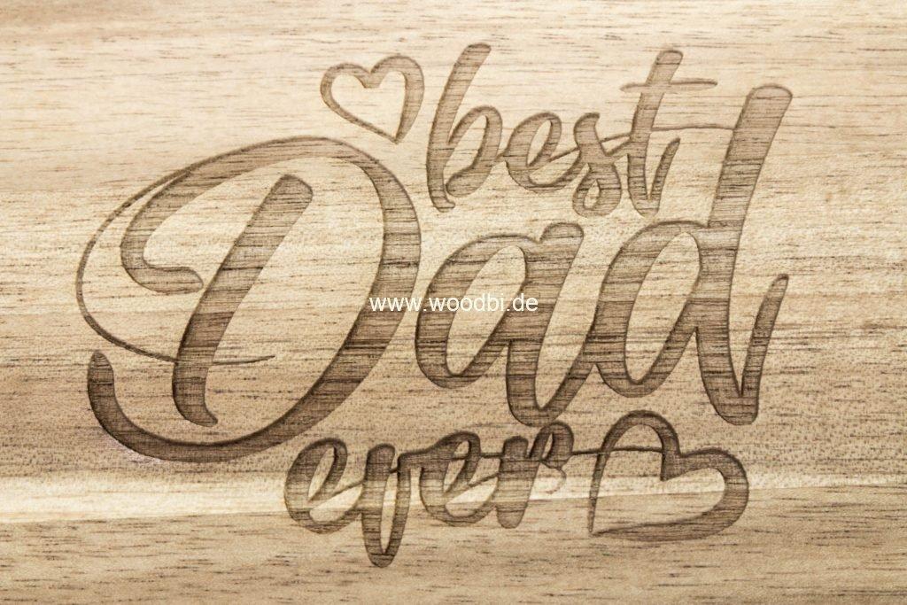 Die Gravur für den Papa auf Holz